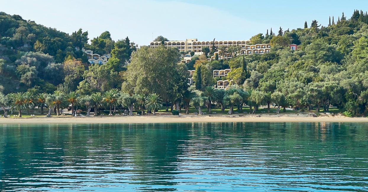 5-lux-me-daphnila-bay-dassia-beachfront-resort
