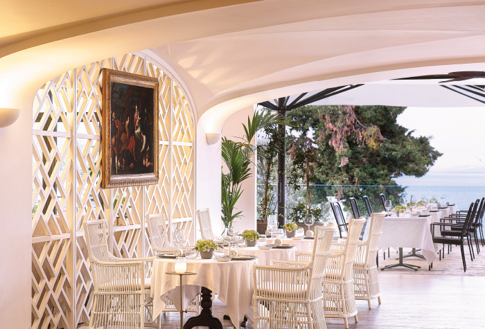 01-gattopardo-bar-restaurant-in-daphnila-bay-dassia-luxury-resort-corfu-island