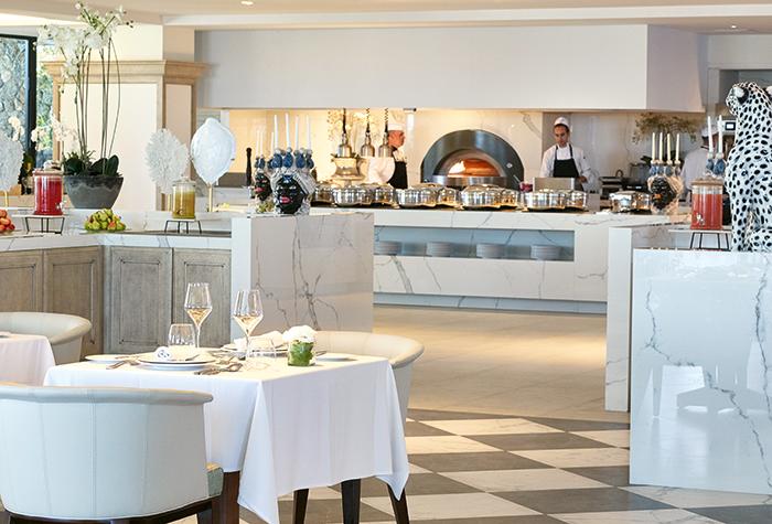 01-Corfu-Imperial-Mon-Repos-Restaurant-family-dining