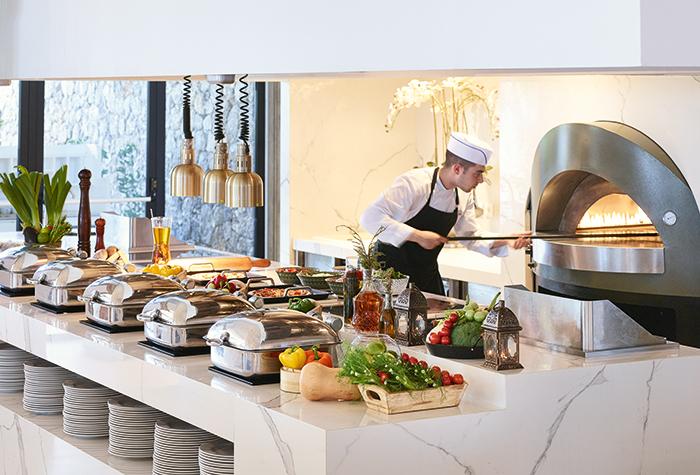 03-Corfu-Imperial-Mon-Repos-Restaurant-family-dining