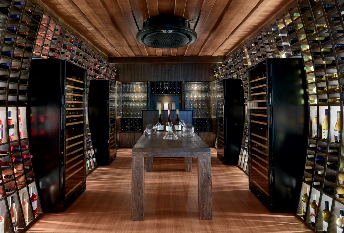 07-daphnila-bay-dassia-resorts-wine-library-experience