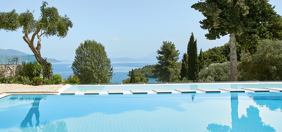 daphnila-bay-dassia-grand-pool-swimming-in-corfu-island