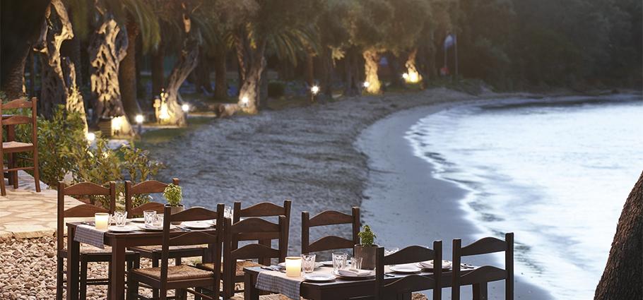 tavernaki-restaurant-in-daphnila-bay-dassia-resort-in-corfu