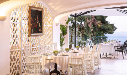 02-restaurants-and-bars-in-lux-me-daphnila-bay-all-in-living-resort