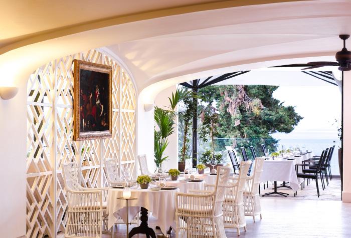 04-dining-daphnila-bay-beach-resort
