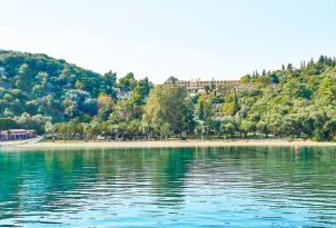 03-Daphnila-Bay-Dassia-corfu-family-resort