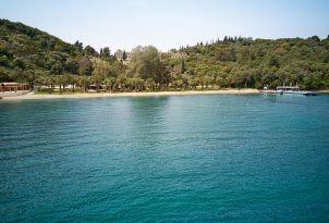 03-Daphnila-Bay-Dassia-corfu-location-family-hotel