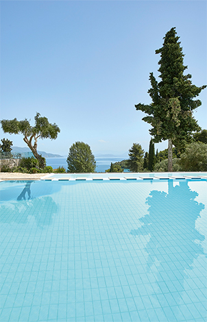 04-Daphnila-Bay-Dassia-Resort-pool-and-beach-corfu