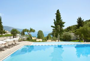 04-Daphnila-Bay-Dassia-Resort-pool-beach-corfu