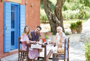 07-authentic-dining-corfu-daphnila-bay-dassia