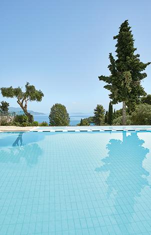 08-Daphnila-Bay-Dassia-Resort-pool-and-beach-corfu
