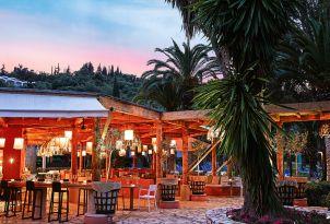 16-restaurant-in-daphnila-bay-corfu-island