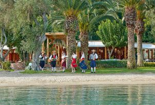 21-Daphnila-Bay-Dassia-traditional-corfu-family-holidays