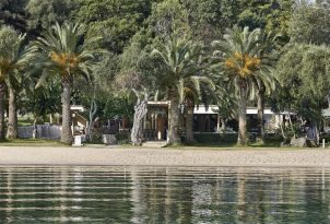 23-Daphnila-Bay-Dassia-authentic-corfu-family-holidays
