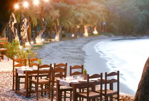 23-seafront-dining-corfu-daphila-bay